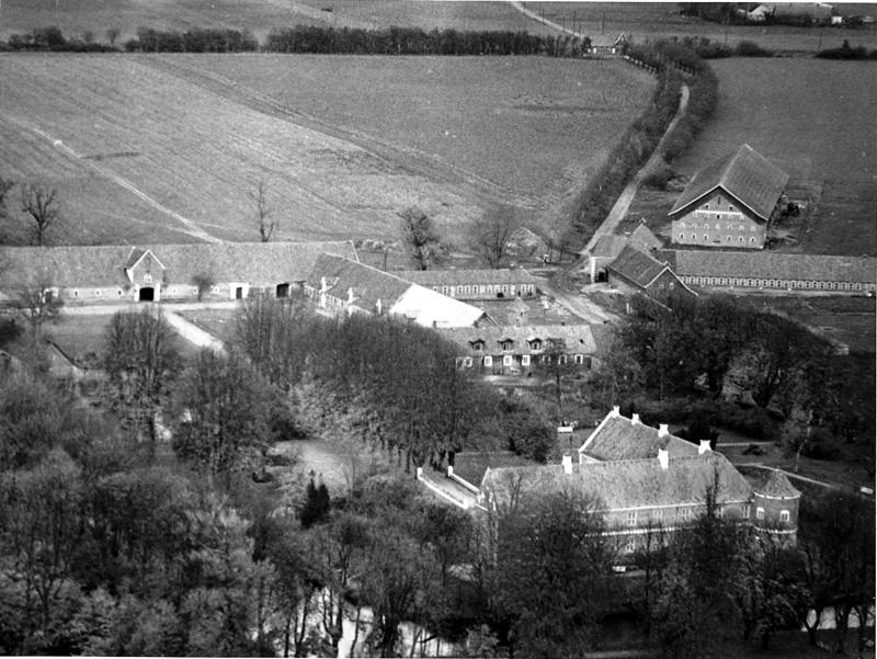 Loevenholm-slot-med-avlsbygninger